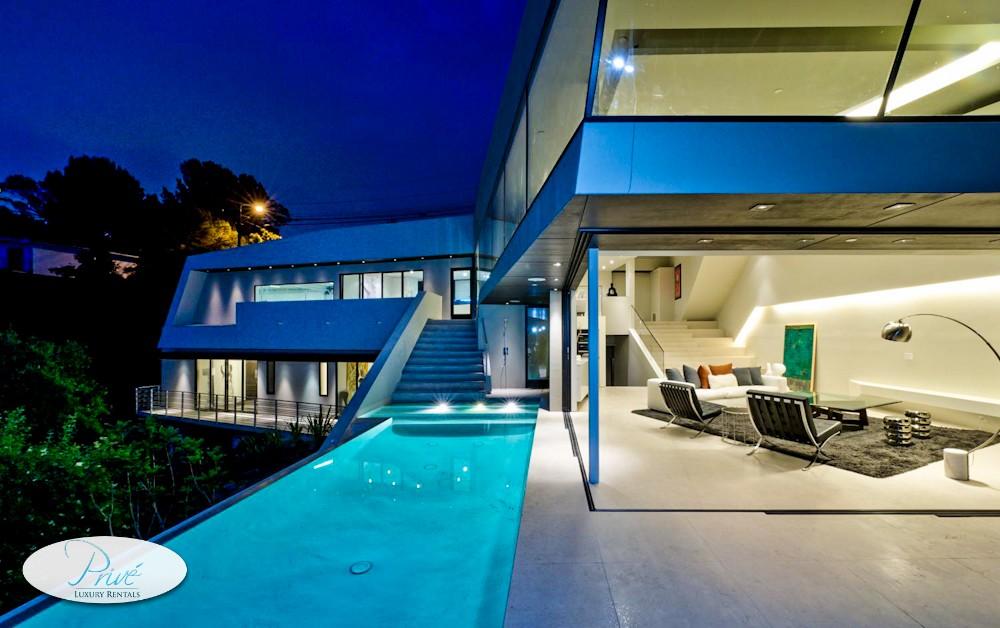 une nuit dans les plus somptueuses villas du monde. Black Bedroom Furniture Sets. Home Design Ideas