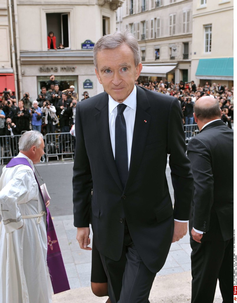 master of the brand bernard arnault Bernard arnault is the founder, chairman, and ceo of luxury goods conglomerate lvmh, which owns about 70 luxury brands including louis vuitton and christian dior bernard arnault was born in 1949.